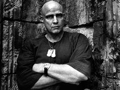 """Portrait of Marlon Brando on the set of """"Apocalypse now"""" directed by Francis Ford Coppola, Photo by Mary Ellen Mark Mary Ellen Mark, Marlon Brando, Famous Portrait Photographers, Famous Portraits, Banksy, Apocalypse Now, Photo Star, Cinema, Apocalypse"""