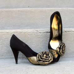 1980s High Heels / 80s BLACK Gold Lame Bows by LookAgainVintage, $42.00