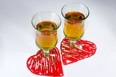 DIY Hot Glue Heart Coasters Cocktail Umbrellas, Glue Gun Crafts, Tea Coaster, Creative Gift Wrapping, Diy Coasters, Love Coupons, Gift Labels, Wine Glass Charms, Wine Stoppers