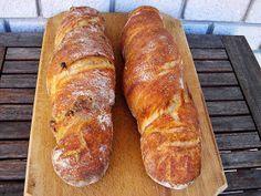A napokban kaptam fél kiló első osztályú diót, egyértelmű volt, hogy kerül a hétvégére tervezett gyökérkenyérbe. Nem ez az első d... Ciabatta, Naan, Healthy Homemade Bread, Homemade Breads, Croissant Bread, Challah, How To Make Bread, Bread Baking, Paleo Recipes
