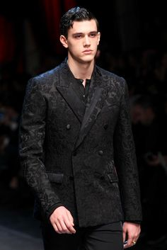 See detail photos for Dolce & Gabbana Fall 2015 Menswear collection.