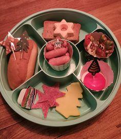 Afbeelding kan het volgende bevatten: eten Gingerbread Cookies, Crackers, Donuts, School, Cake, Desserts, Food, Gingerbread Cupcakes, Frost Donuts