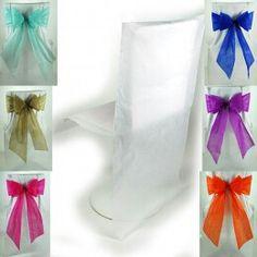 Fundas de Sillas Desechables para Bodas. El material presenta una textura reseitente que parece mezcla de papel y tela.