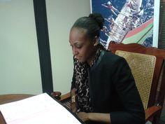 """La #Basketteuse #Martiniquaise @Sandrine_Gruda à la @MdeMartinique signe la convention """"Ambassadeurs de Martinique"""" pic.twitter.com/s8HPshrz7M"""