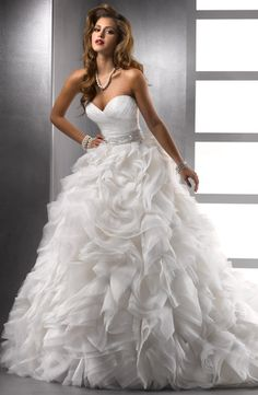 Sweetheart Princess/Ball Gown Wedding Dress with Natural Waist in Silk Organza. Bridal Gown Style Number:32644833