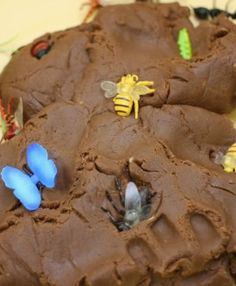 """""""Mud"""" Chocolate-Scented Play dough with plastic bugs"""