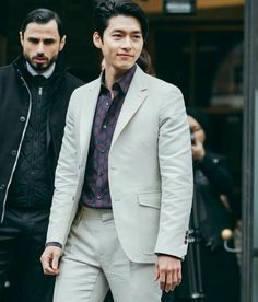 Hyun Bin Handsome Despite One Size Too Small Suit at Ferragamo Fashion Show in Milan Hyun Bin, Song Hye Kyo, Park Shin Hye, Asian Actors, Korean Actors, Leonardo Dicaprio Romeo, Ahn Min Hyuk, Kdrama Actors, Ji Chang Wook