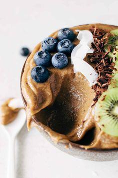 ... avocado chocolate smoothie bowl ...