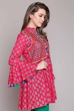Rang Ja Pret 2017 Collection Eid Festival, Rang Ja summer collection has launched recently in april summer Comes in Pakistan for a long time. Kurta Designs, Blouse Designs, Eid Dresses, Indian Dresses, Fashion Dresses, Kurti Sleeves Design, Sleeves Designs For Dresses, Stylish Dresses, Simple Dresses