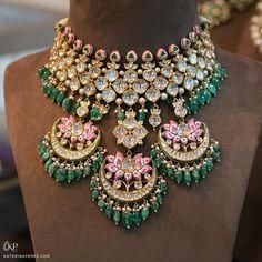 This Sunita Shekhawat's 'Padmapriya' necklace features traditional Indian jewellery techniques such as polki… Indian Jewelry Earrings, Indian Jewelry Sets, Fancy Jewellery, Indian Wedding Jewelry, Royal Jewelry, Stylish Jewelry, Jewelry Art, Beaded Jewelry, Fashion Jewelry