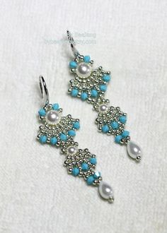 Tutorial Devi Earrings by bybeejang on Etsy Seed Bead Earrings, Beaded Earrings, Earrings Handmade, Jewelry Making Tutorials, Beading Tutorials, Jewelry Patterns, Beading Patterns, Beautiful Earrings, Beautiful Necklaces