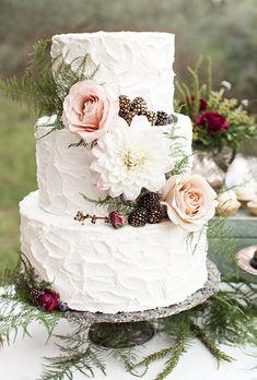 Fall-Wedding-Cakes-Eyelet-Images.jpg