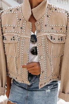 Model: Loose Material: Polyester Combination Type: Single Length: Standard Sleeve Length: Long Sleeve Neckline: Lapel Closure: Single Breasted Elasticity: Inelastic Detachable Collar: No Embellishment: Rivet * Size Length Bust Shoulder Sleeve Length cm i Lässigen Jeans, Outfit Jeans, Mode Ootd, Denim Jacket Fashion, Studded Jacket, Collar Designs, Fashion Outfits, Womens Fashion, Fashion Sale