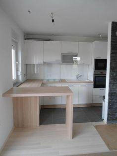 #dankuchen witte keuken met warme houtaccenten