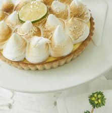 Η πιο κλασσική εκδοχή της αριστοκρατικής lemon pie, με τραγανή βάση, αφράτη και βελούδινη κρέμα και υπέροχη μαρέγκα με «καψαλισμένες» άκρες Lemon Recipes, Camembert Cheese, Garlic, Cheesecake, Greek Beauty, Pie, Sweets, Baking, Vegetables