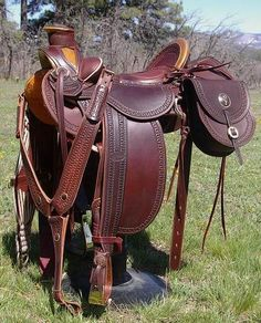 Vaquero wade style stock saddle designed by Out West Saddlery. Light weight and comfortable for horse and rider. Horse Bridle, Western Horse Tack, Horse Gear, Western Saddles, Horse Barns, Horse Tips, Horse Stalls, Horse Halters, Horse Horse