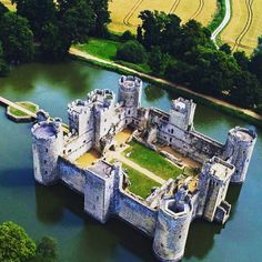 Wow loved this photo so much I had to share it. This is Bodiam Castle in East Sussex as seen from above. Great picture by (who by the way has plenty more quality drone stock footage! Bodiam Castle, Holiday Club, Working Holidays, East Sussex, Great Pictures, Tower Bridge, Stock Footage, England, River