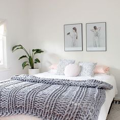 18 Woollen Throw Bedroom Ideas You are at: Grey Bedroom Decor, Warm Bedroom, Bedroom Themes, Bedroom Styles, Bedroom Colors, Bedroom Ideas, Bedroom Posters, Pink Black Bedrooms, Minimalist Home Decor