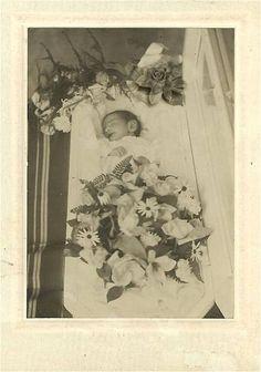 Little Louise Smith born: Febr. 7 - 1907 died: Febr. 27 - 1907