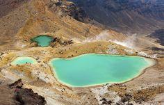 Lago Taupo, Nuova Zelanda Gli amanti della pesca, ma anche di sport acquatici più avventurosi, o in generale appassionati di paesaggi naturali da sogno, ameranno il Lago Taupo, il più vasto della nuova Zelanda e dell'Australia, con 193 km di perimetro e cime innevate a circondarlo. Ci si può anche perdere nel bellissimo Parco Nazionale Tongariro e scalare i vulcani presenti nella zona. Non ci si annoia da queste parti!
