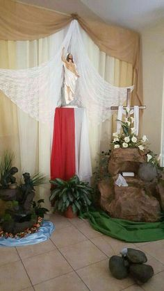 Merry Christmas Message, Christmas Messages, Lent Decorations For Church, Table Decorations, Corpus Christi, Sacramento, Church Flowers, Easter Flowers, Jesus Pictures