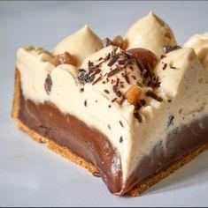 Mini Desserts, Delicious Desserts, Tarte Caramel, Cake Factory, Fruit Tart, Love Eat, Macaroons, Food Photo, Food And Drink