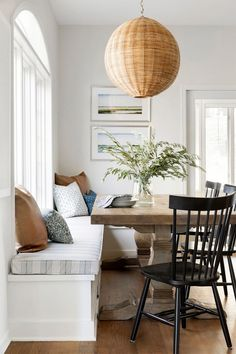 The most beautiful eat-in kitchen space by Bria Hammel Interiors! Dining Room Colors, Dining Rooms, Dining Area, Oak Dining Chairs, Boho Home, Built In Bench, House On A Hill, Cabinet Colors, Shop Interiors