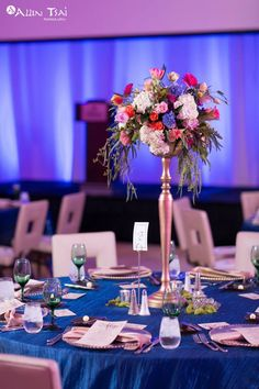 Gorgeous table setting #prairieballroom #hiltongranitepark #hiltondpgp #events #weddings #reception #ceremony #plano #dallas #texas #setup #catering #hotel #centerpiece #florals #setup