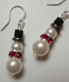 Cute Snowman Earrings in Pearl and Crystal – Weirdly Cute Christmas Jewelry – Un… - Diy Jewelry Unique Wire Jewelry, Jewelry Crafts, Beaded Jewelry, Jewelery, Handmade Jewelry, Unique Jewelry, Jewelry Ideas, Boho Jewelry, Grunge Jewelry