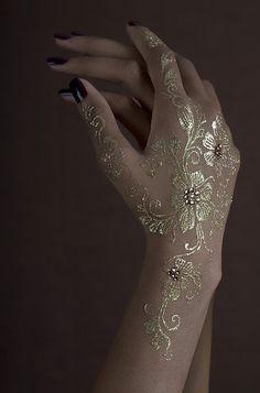 Henna Temporary Tattoo _ Luxe Glow - Gold by akiyohenna