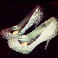 DIY glitter pumps! Does this really work without making a huge mess everywhere I walk??