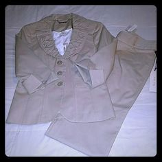 WHBM SUIT 3/4 sleeve blazer  Size 4 Retailed at 148 Matching pants Size 2  Retailed at 98 White House Black Market Other