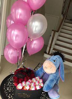 Cute Couple Gifts, Cute Gifts, Diy Gifts, Cute Boyfriend Gifts, Presents For Boyfriend, Diy Birthday, Birthday Gifts, Flower Box Gift, Themed Gift Baskets