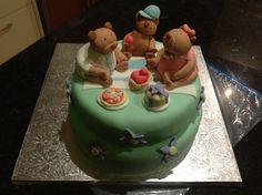 Teddy bears picnic cake.