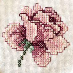 Este posibil ca imaginea să conţină: 1 persoană Small Cross Stitch, Cross Stitch Rose, Cross Stitch Flowers, Ribbon Embroidery, Cross Stitch Embroidery, Embroidery Patterns, Cross Stitch Patterns, Needlepoint Stitches, Needlework