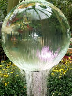 49 Water Feature Ideas for an Aesthetic Appeal - Water globes are popular additions to gardens everywhere. Not only do they not take up a lot of roo - Diy Water Feature, Backyard Water Feature, Ponds Backyard, Koi Ponds, Japanese Water Feature, Backyard Waterfalls, Backyard Patio, Water Fountain Design, Rock Fountain