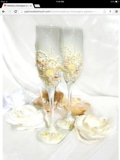 Pearl embellished wine glasses. Gorgeous!