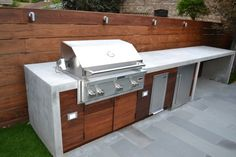 Ways To Choose New Cooking Area Countertops When Kitchen Renovation – Outdoor Kitchen Designs Simple Outdoor Kitchen, Rustic Outdoor Kitchens, Outdoor Kitchen Grill, Outdoor Kitchen Countertops, Outdoor Kitchen Design, Concrete Countertops, Laminate Countertops, Rooftop Design, Bbq Island