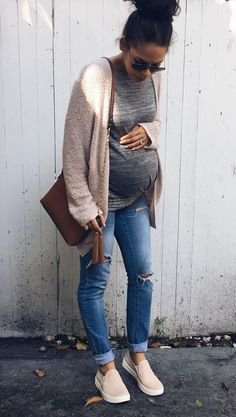 Simple. I really like simple maternity fashion. I don't wear frilly dresses when I'm not pregnant, so starting now isn't really my thing. Jeans, loafers, bump shirt, cardi. Done. Amen.