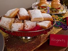 Beignets Beignets (a fluffy, pillowy donut) are a New Orleans tradition. Trisha fries hers until golden-brown, then coats the beignets in lots of powdered sugar. Best Dessert Recipes, Just Desserts, Delicious Desserts, Yummy Food, Donut Recipes, Party Desserts, Top Recipes, Mini Desserts, Yummy Appetizers