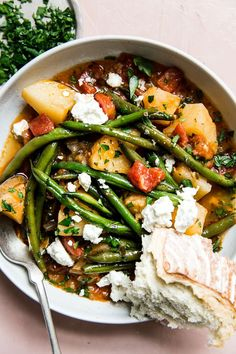 Fasolakia (Greek-Style Braised Green Beans) by The Modern Proper How To Cook Greens, Bon Ap, Cooking Green Beans, Cooking Recipes, Healthy Recipes, Free Recipes, Soup Recipes, Gastronomia, Vegetarian Cooking