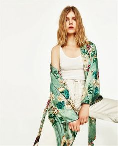 Traditionelle Japanische Strand lange Kimono Cardigan Frauen robe Floral  Bluse femme boho sexy kimonos damen satin Fashion Green leaf in  Traditionelle ... d9492ce8a6