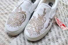 Google Image Result for http://www.paintorthread.com/wp-content/uploads/2010/10/henna-body-art-custom-vans-shoes-2.jpg