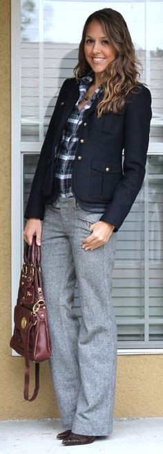 See how Js Everyday Fashion styles our plaid shirt for a stylish wear-to-work look. Casual Dress Outfits, Fall Outfits, Cute Outfits, Office Fashion, Work Fashion, Fashion Fashion, Baggy Pants, Grey Pants, Outfits With Gray Pants