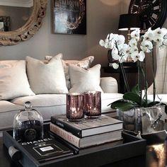 White sofa for your modern yet luxurious living room. www.bocadolobo.com #bocadolobo #luxuryfurniture #exclusivedesign #interiodesign #designideas #sofaideas #white
