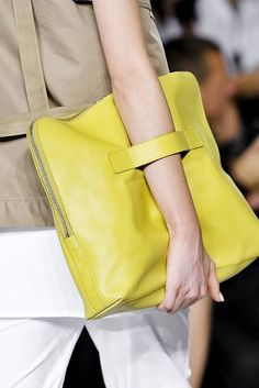 love the handle on this bag, though I'm not sure I would really use this that much, and not in that yellow