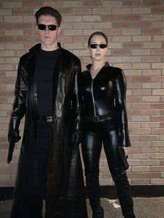 Matrix Neo and Trinity halloween costume Halloween Costumes Brunette, Couples Halloween Outfits, Cool Couple Halloween Costumes, Best Couples Costumes, Fete Halloween, Hallowen Costume, Halloween Dress, Cool Costumes, Costume Ideas
