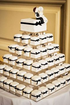 Fancier than cupcakes but more portable than cake, these mini cakes are the perfect compromise. #weddingphotography