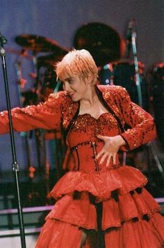 1987 Madonna performs La Isla Bonita on the Who's That Girl World Tour
