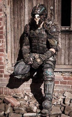 Post-apocalyptic armor with animal skull on face mask Post Apocalyptic Clothing, Post Apocalyptic Costume, Post Apocalyptic Fashion, Steampunk, Larp, Cosplay, Apocalypse Costume, Character Inspiration, Character Design